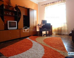 Apartament de inchiriat cu 3 camere, centru, vis-a-vis de Casa de Cultura