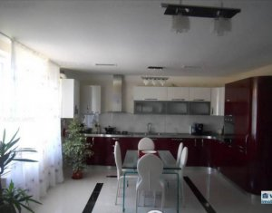 Apartment 5 rooms for sale in Floresti