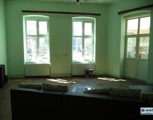 Inchiriere apartament cu 3 camere, Centru