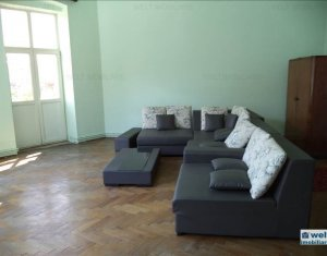Vanzare apartament decomandat in zona Pietei Mihai Viteazu! 3 camere, 100 mp!