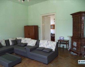 Vanzare apartament decomandat in zona Pietei Mihai Viteazu, 3 camere, 100 mp