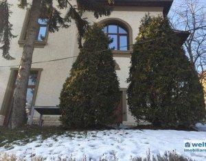 Inchiriere apartament 3 camere in vila, in centru
