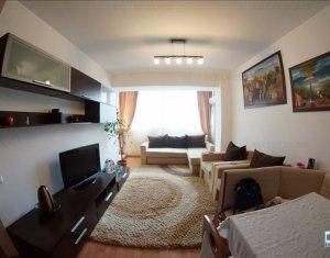 Apartament 3 camere, foarte aproape de centru, loc de parcare