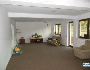 Apartament cu 4 camere, de vanzare, situat in Floresti, zona Sub Cetate
