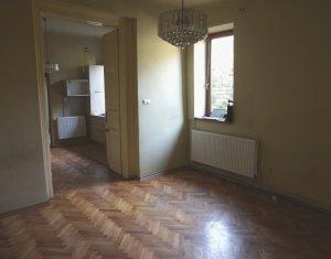 Casa la curte comuna, 4 camere, 100mp utili, zona Semicentrala