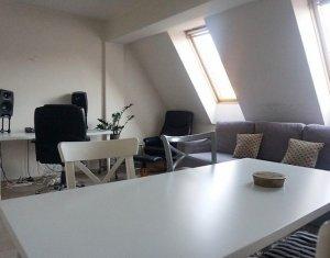 Apartament modern, 2 camere decomandate cu parcare in curte comuna, zona Horea