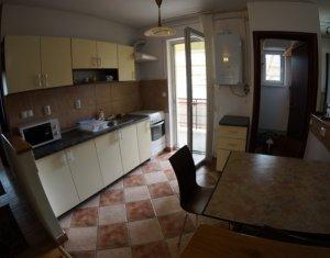 Apartament 4 camere, decomndat, Centru