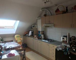 Vanzare apartament 3 camere, 2 bai, in Floresti, zona Porii