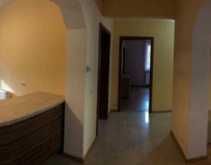 Apartament 4 camere si gradina, decomandat, cartier Zorilor