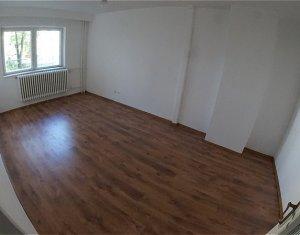 Apartament cu 4 camere, decomandat, Zona Big, 77mp
