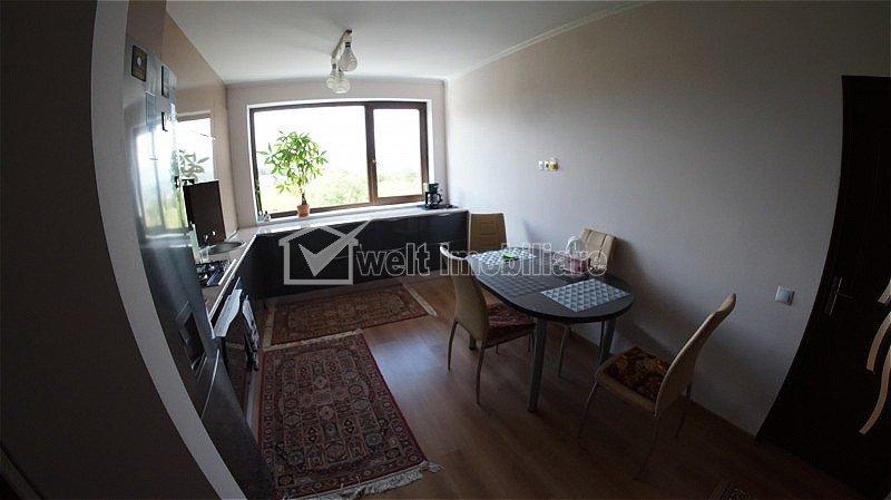 Apartament cu 3 camere, decomandat, cartierul Andrei Muresanu, 95mp
