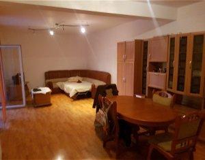 Inchiriere apartament 2 camere ,73 mp , terasa , parcare, Centru