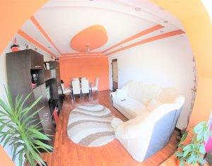 Apartament 3 camere, etaj 1, decomandat, renovat in 2017, 2 garaje, semicentral