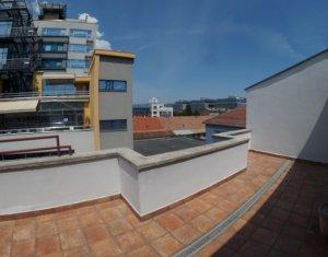 Inchiriere penthouse cu 4 camere in zona semicentrala