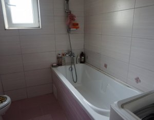 Vanzare apartament cu 3 camere, Floresti, strada Stejarului