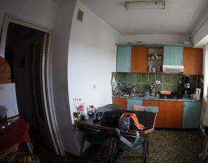 Apartament 2 camere decomandate, zona Intre Lacuri