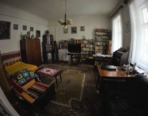 Vanzare apartament in casa, zona Centrala