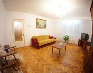 Vanzare apartament 3 camere decomandat, strada Plopilor, zona Nobori, etaj 2