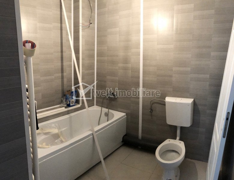 Apartment 4 rooms for sale in Floresti
