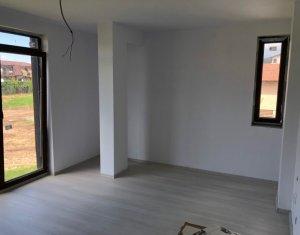 Pret redus !! Apartament 4 camere in vila, strada Tautiului