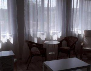 Apartament de inchiriat, 3 camere, zona Centrala