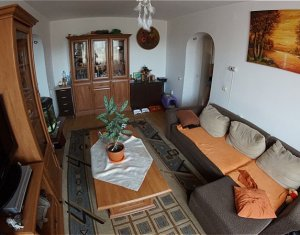 Vanzare apartament 3 camere, etaj intermediar, mobilat si utilat, Centru