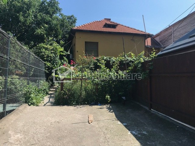 Vanzare casa individuala in Piata Cipariu, SU-180 mp, teren 295 mp