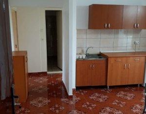 Inchiriere Apartament 3 camere semidecomandat, cartierul Zorilor, strada Lunii