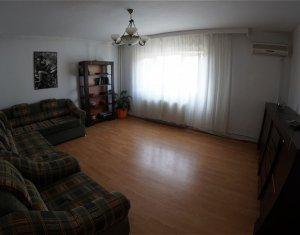 Apartament de 3 camere, decomandat, in Plopilor
