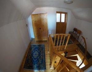 Casa in curte comuna de 4 camere in Dambul Rotund zona Codrului