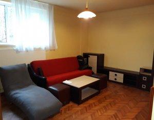 Inchiriere apartament cochet cu 2 camere semidecomandate, 42 mp, zona Centrala