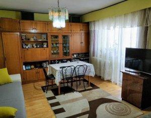 Apartament 2 camere, decomandat, 65 mp, strada Bucuresti, aproape de centru