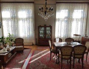 Apartament 3 camere, ultracentral, 107mp, zona Camerei de Comert