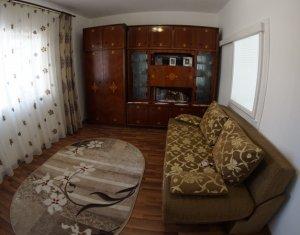 Apartament de 3 camere, decomandat, Centru