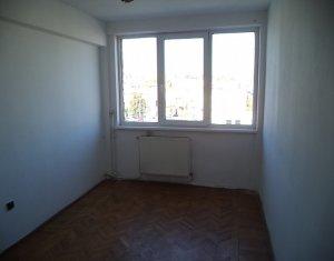 Apartament cu 3 camere, zona Piata Mihai Viteazul