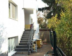 Apartament generos dispus pe doua niveluri la casa, curte, parcare, Grigorescu