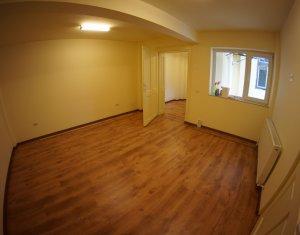 Inchiriere apartament de 3 camere, confort lux, Centru
