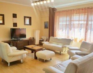 Vanzare penthouse cu 4 camere, in zona semicentrala