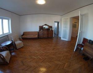 Vanzare apartament cu 4 camere, confort marit, in Centru
