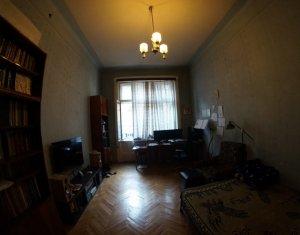 Apartament 3 camere, 110 mp, cladire istorica, Libraria Universitatii