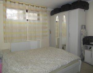 Vanzare apartament cu 4 camere, strada Valea Garbaului