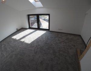 Casa duplex, 5 camere, 300 mp, lux, Intre Lacuri