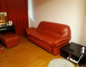 Apartament de 70 mp, cu 2 camere, decomandat, zona FSEGA