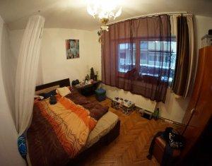 Apartament de vanzare 3 camere, mobilat si utilat, zona Piata 14 Iulie