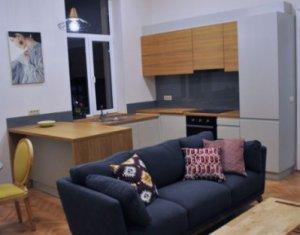 Apartament 3 camere, in vila, Central, zona strazii Emil Racovita