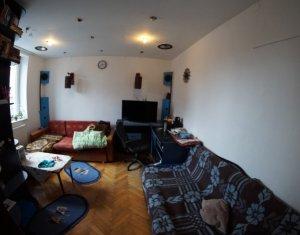 Vindem apartament cu 2 camere, decomandat, 63 mp, la casa, zona P-ta Abator
