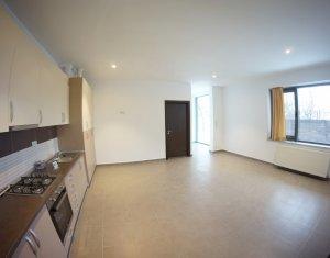 Inchiriere apartament la vila, curte superba, 3 camere, zona ultracentrala