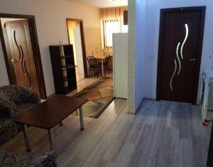 Vanzare apartament 3 camere, mobilat, strada Sub Cetate