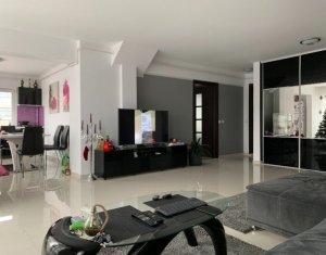 Penthouse de vanzare, 3 camere, finisaje si echipare de lux, zona Piata 1 Mai