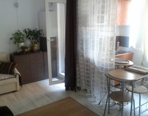 Vindem apartament 3 camere, parter peste garaje, zona Primariei Floresti